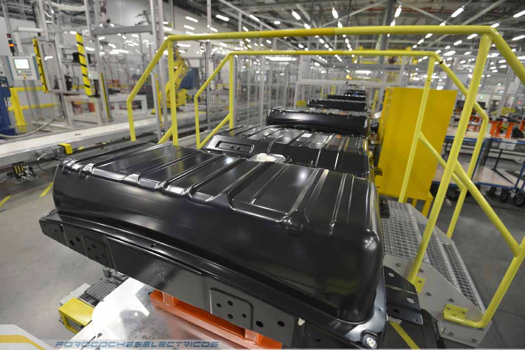 778-Nissan's-UK-Battery-Plant-complete-Nissan-battery-pack