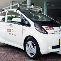 Singapur prueba con los taxis tipo Uber, eléctricos y autónomos