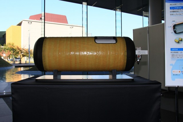 Toyota-Mirai-hydrogen-tank