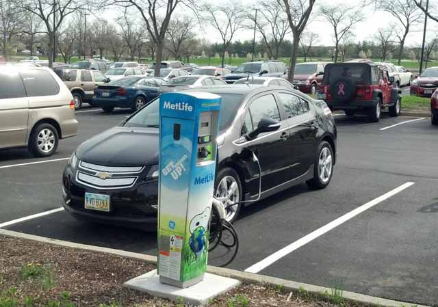 metlife-electric-car-charging-station-for-employee-use_100487212_l