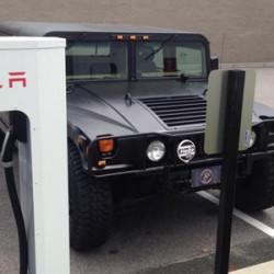 En Reno, Nevada, pondrán una multa de 100 dólares a los que aparquen en plazas reservadas para los coches eléctricos