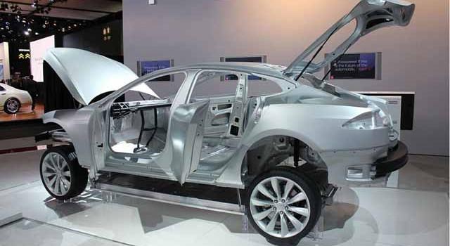 El elevado coste del bajo peso. Las reparaciones del cuerpo de aluminio del Tesla Model S