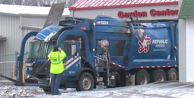 Indianapolis-garbage-truck-explosion-2