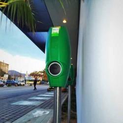 Aldi España comienza el despliegue de puntos de recarga para coches eléctricos en sus supermercados