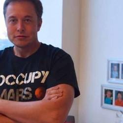 Elon Musk asegura que quieren rebasar el objetivo de 500.000 unidades para 2020, y se le escapa el precio del Tesla Model III