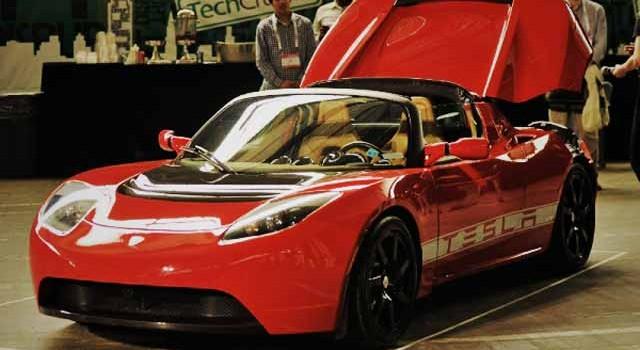 Cambiar la batería en el Tesla Roadster costará 29.000 dólares, y le proporcionará 532 kilómetros de autonomía