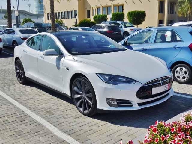 Dubai-Tesla-Model-S