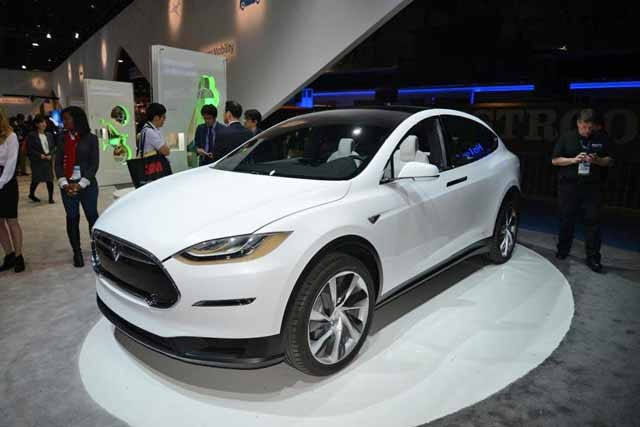 Tesla_Model_X_front_view