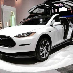 Posible interior del Tesla Model X de producción (Vídeo)