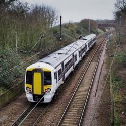 Bombardier presenta un tren alimentado por baterías