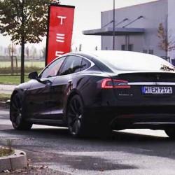 El Tesla Model S P85D impresiona en su llegada a Berlín