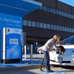 Japón pagará el peaje de las autopistas a los coches eléctricos