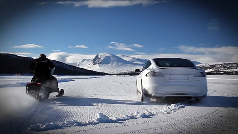 Tesla+P85D+vs+snowmobile