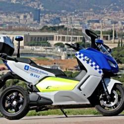 Barcelona presenta su nueva flota de motos eléctricas
