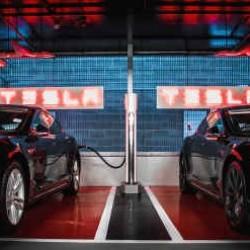 Tesla supera los 2.000 supercargadores instalados