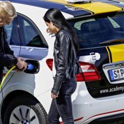Autoescuelas alemanas ofrecen clases con coches eléctricos