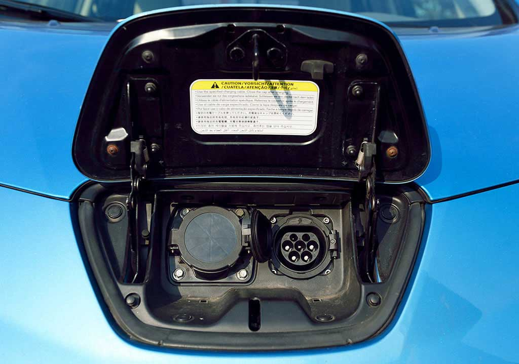 Kreisel-Electric-stellt-22-kW-On-Board-Ladegeraet-Nissan-LEAF-22