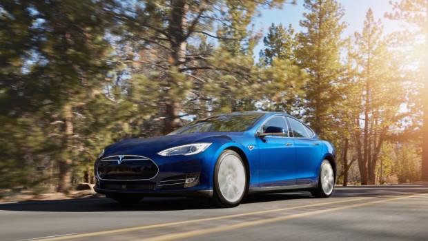 Tesla-Model-S-70D-new-color-Ocean-Blue-620x350