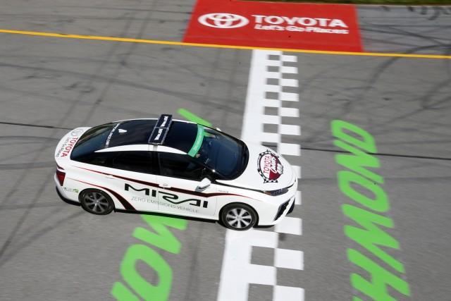 Toyota-Mirai-Pace-Car-2