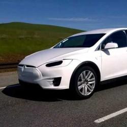 Pillado el Tesla Model X probando el sistema de conducción autónoma