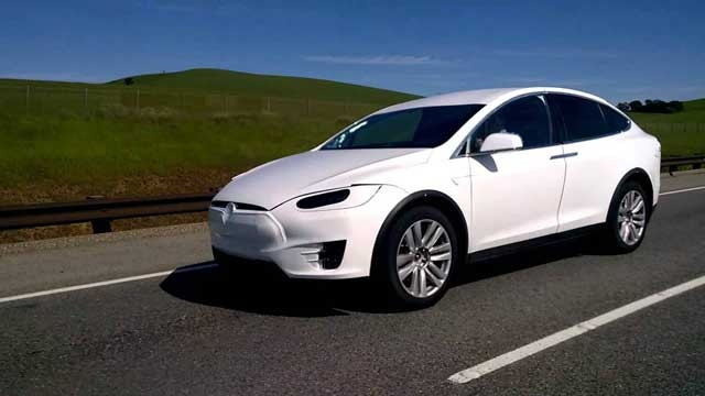 white-tesla-model-x-in-palo-alto
