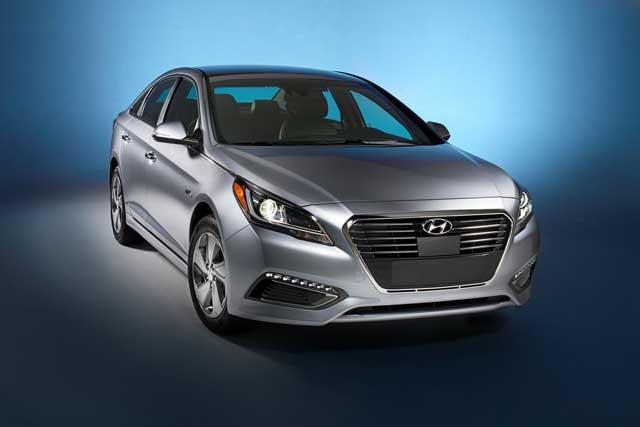 42746_2016_Hyundai_Sonata_Plug_in_Hybrid_Electric_Vehicle_PHEV_Front_Exterior