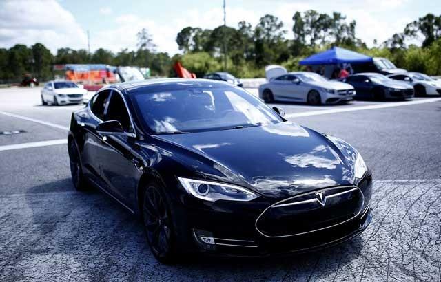 Tesla-P85D-Drag-Strip-08