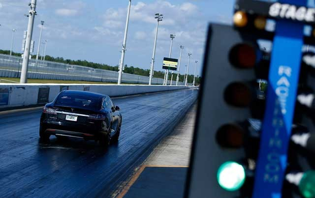 Tesla-P85D-Drag-Strip-16