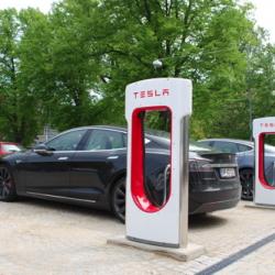 Ya está activo el primer Supercargador de Tesla en España