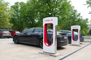 mini supercargadores de Tesla