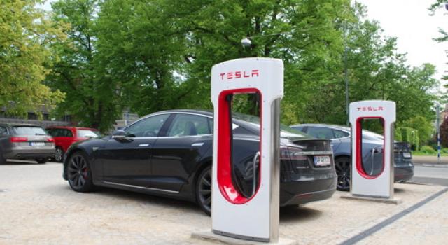 Tesla avisa a algunos propietarios sobre el uso abusivo de los Supercargadores