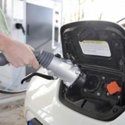 Nissan y la ciudad de Utrecht prueban el respaldo de la red eléctrica con coches eléctricos y energía solar