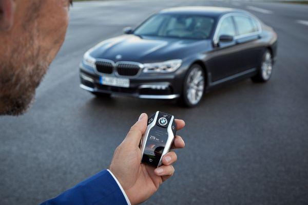 BMW 740e xDrive-aparcamiento-automatico