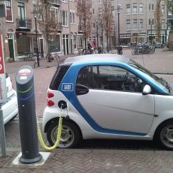 Amsterdam aumentará los puntos de recarga para coches eléctricos llegando a las 4.000 estaciones