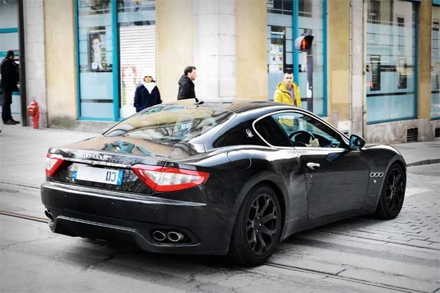 Maserati_GranTurismo_in_Nancy,_France_2013_02