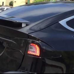 Avistado un Tesla Model X dotado de un alerón trasero retráctil