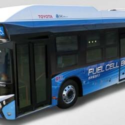 Toyota e Hino probarán un autobús de pila de combustible en Tokio