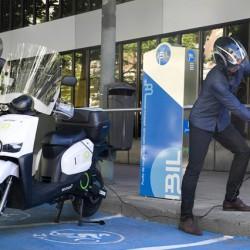 IBIL instala terminales para la recarga de motos eléctricas y cuadricilos en el centro de Madrid
