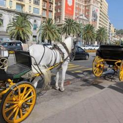 Málaga propone sustituir los coches de caballos, por coches eléctricos de época