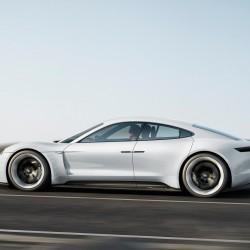 Porsche se debate entre Panasonic y Bosch como suministrador de baterías para el Mission E