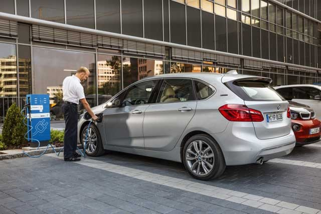 BMW-225xe-Active-Tourer-Plug-in-Hybrid-26-850x567