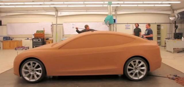 Tesla-model-III-arcilla