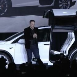 Si te quejas públicamente de Tesla, corres el riesgo de perder tu reserva