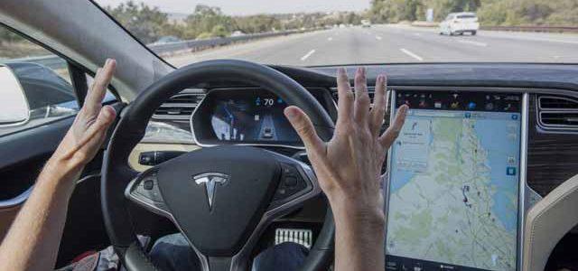 Tesla ficha a Chris Lattner, creador de Swift, para su programa Autopilot