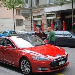 En Suiza puedes sacarte el carné de conducir con un Tesla Model S