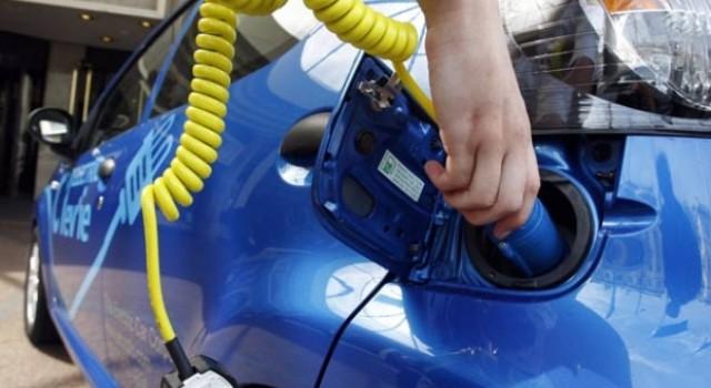 Quebec invertirá 420 millones de dólares en ampliar la red de puntos de recarga para coches eléctricos