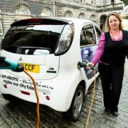 Los escoceses se enganchan cada vez más al coche eléctrico. Las razones para ello