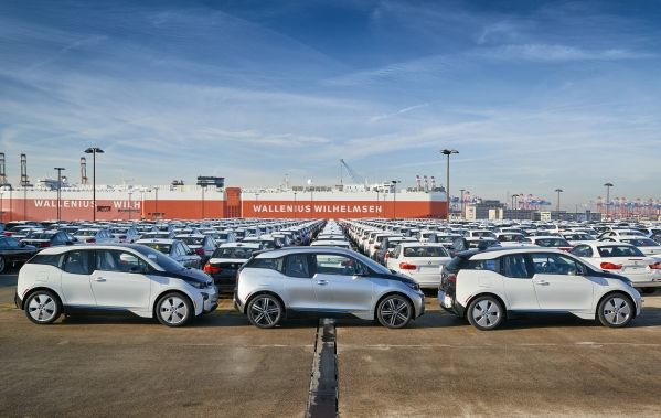 P90204292_lowRes_bmw-i3-shipping-11-2