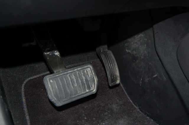 brake-and-accelerator-pedals-of-2013-tesla-model-s-both-pedals-pressed-photo-david-noland_100461467_m