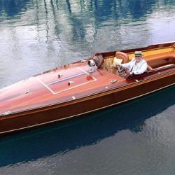 El precioso barco eléctrico diseñado por Frank Stephenson
